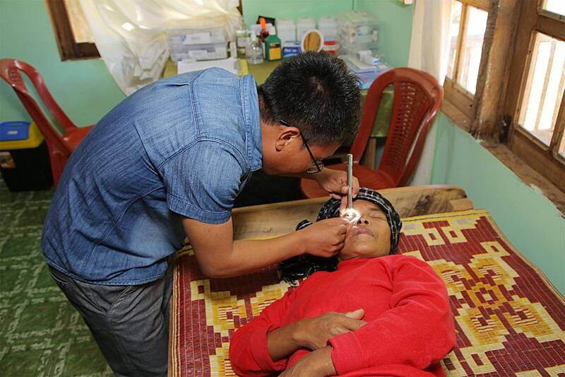 Dr Beichotha leading clinics for patients