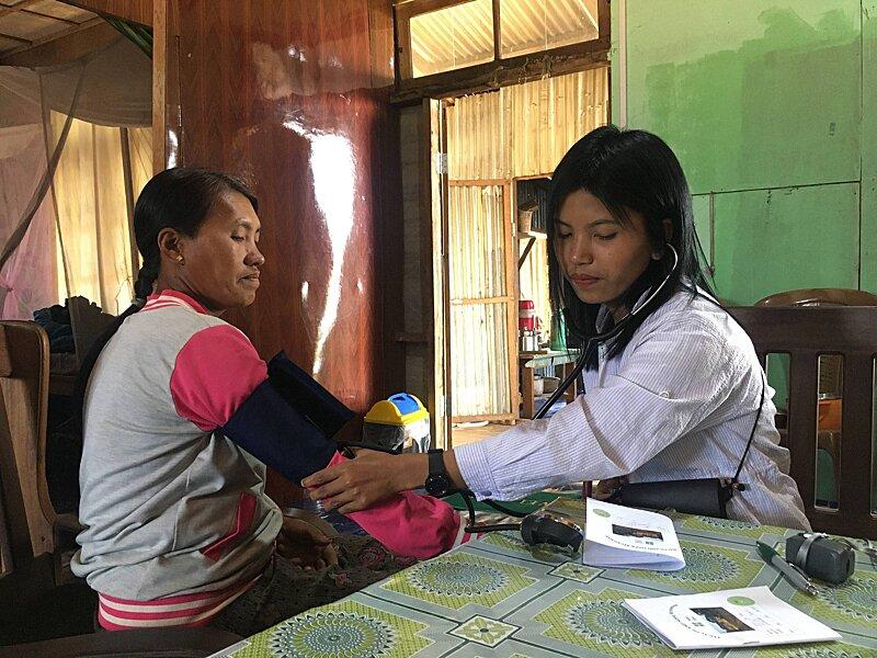 Nurse intern triaging patients
